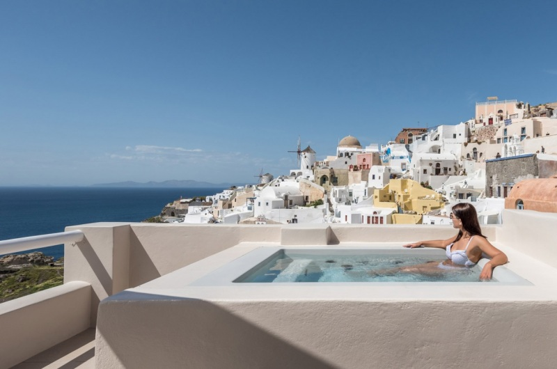 Oia Castle Honeymoon Suites