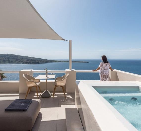 Oia Castle Honeymoon Suites
