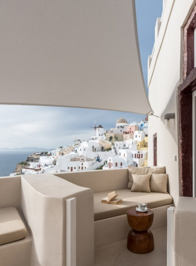 Oia Castle Cave Pool Suites