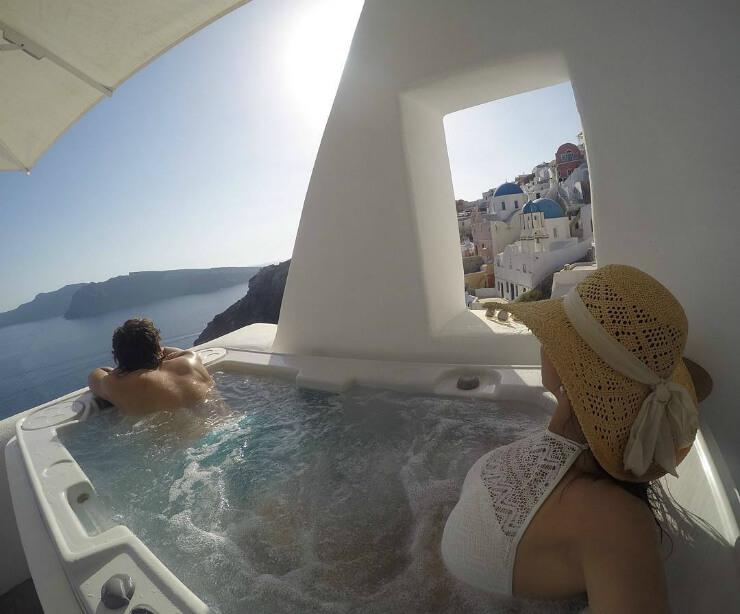 Santorini jacuzzi